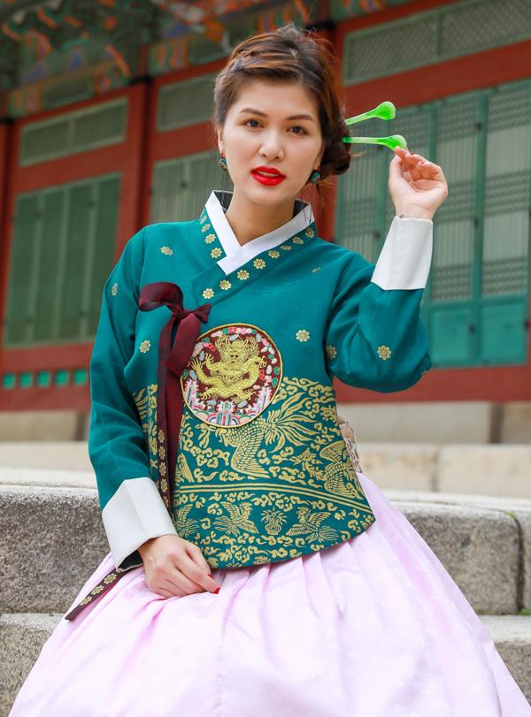 Oanh Yến hiện có mặt ở Hàn Quốc để chuẩn bị thi Queen of Beauty World 2019. Ở tuổi 33 và đã 5 lần sinh nở nhưng người đẹp quê Vũng Tàu rất tự tin và quyết tâm đoạt thành tích cao trong cuộc thi nhan sắc mới.