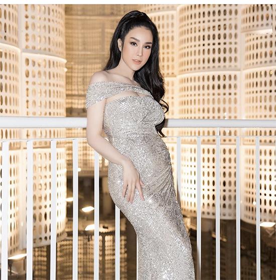 Khi xuất hiện trên thảm đỏ sự kiện, Diệp Lâm Anh vẫn tự hào vì tôn vinh vẻ đẹp của người phụ nữ giữ thời thai kỳ.