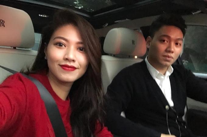 Nhiều người hâm mộ nhanh chóng nhận ra nhân vật trong bức ảnh là Dương Bảo Hưng - em trai BTV Ngọc Trinh. BTV Ngọc Trinh cũng là người trực tiếp hướng dẫn cho Hoa hậu Đỗ Mỹ Linh khi người đẹp tham gia làm MC tại VTV24.