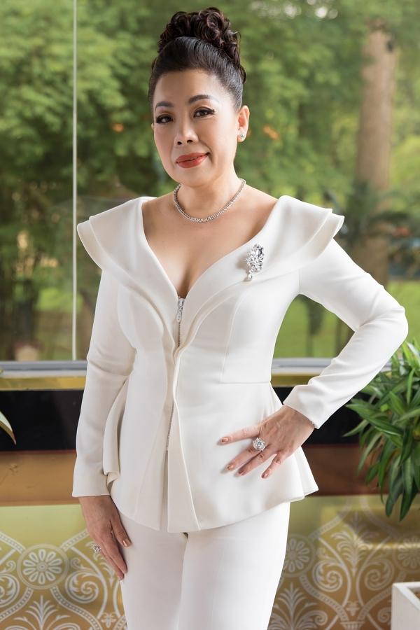 HHen Niê, Lệ Hằng chấm thi trang phục truyền thống cho Hoàng Thùy - 5