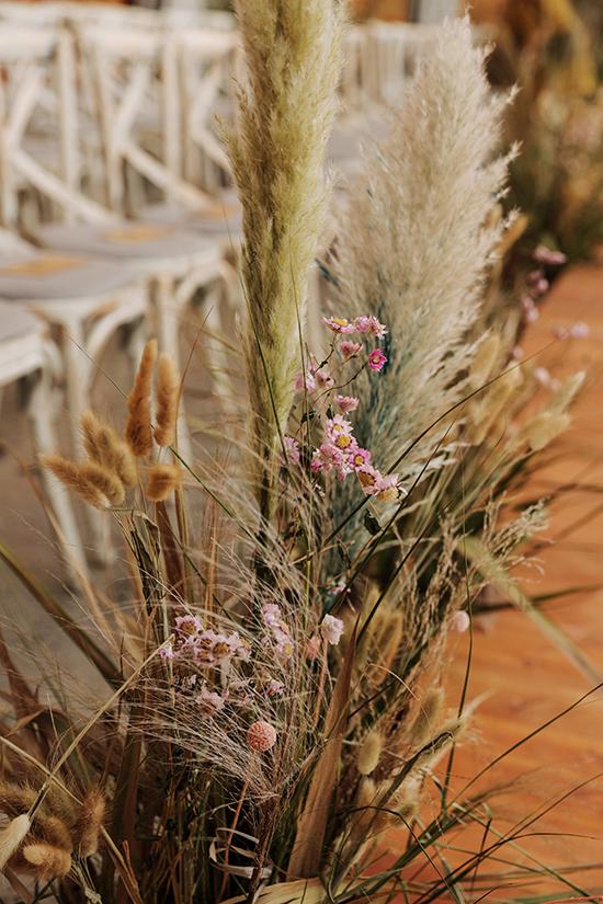 100% hoa khô được nhập khẩu,20 gốc cây lớn cùng rất nhiều cành khô phải thu thập từ rất nhiều nơi mới tập hợp một lượng lớn để trang trí.