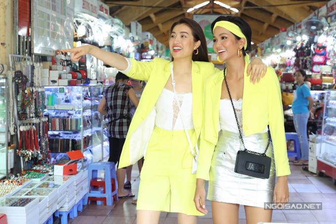 HHen Niê, Lệ Hằng đội mưa đi ăn bún riêu ở chợ Bến Thành