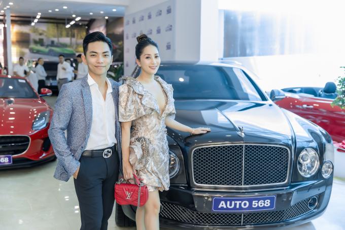 Trong khi Phan Hiển mê dòng thể thao, Khánh Thi lại chú ý đến chiếc Bentley Mulsanne Speed có giá khoảng hơn 20 tỷ đồng. Để có được chiếc xe đẳng cấp mà tôi mơ ước, chắc chắn hai vợ chồng sẽ phải làm việc chăm chỉ rất nhiều, nữ kiện tướng nói.