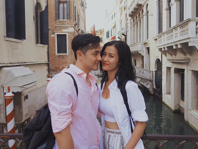 Cặp đôi thường xuyên kết hợp lưu diễn và du lịch cùng nhau.