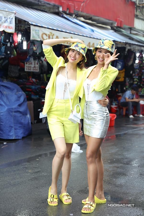 HHen Niê, Lệ Hằng đội mưa đi ăn bún riêu ở chợ Bến Thành - 6