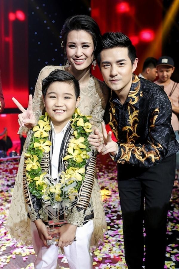 Năm 2016, Ông Cao Thắng và Đông Nhi cùng ngồi ghế nóng chương trình Giọng hát Việt nhí.