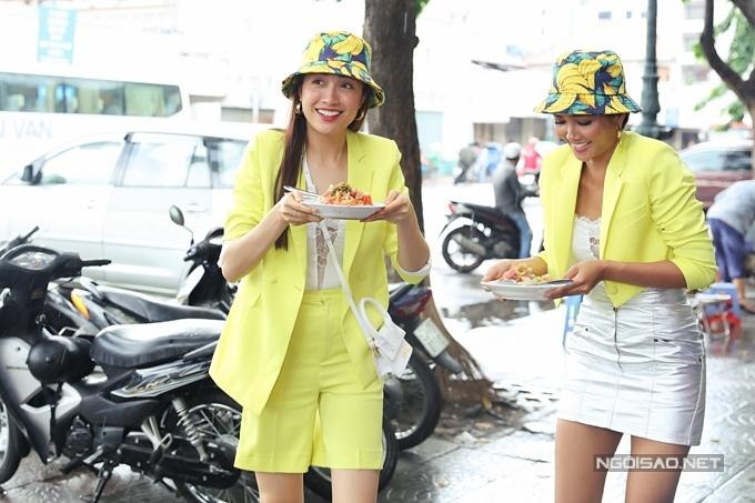 HHen Niê, Lệ Hằng đội mưa đi ăn bún riêu ở chợ Bến Thành - 7