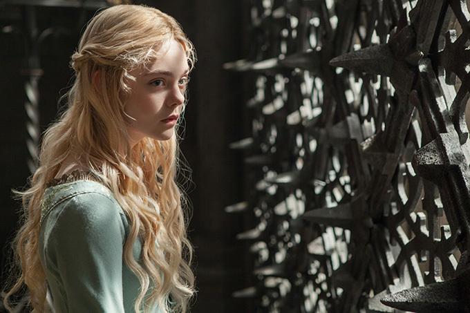 Elle Fanning hóa thân công chúa Aurora xinh đẹp.
