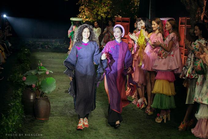 Thủy Nguyễn, Linh Nga và các người mẫu trong show Tình tang.