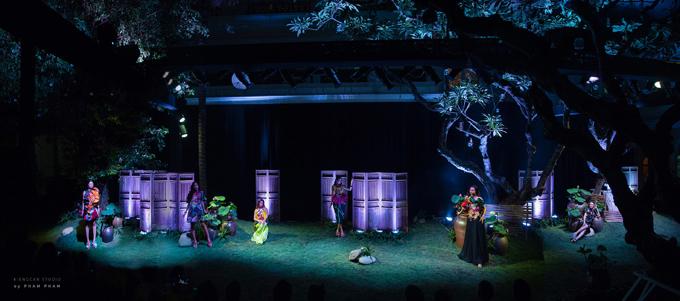 Khung cảnh yên ả của miền quê Bắc Bộ được Thủy Nguyễn mô tả trong show xuân hè 2019.