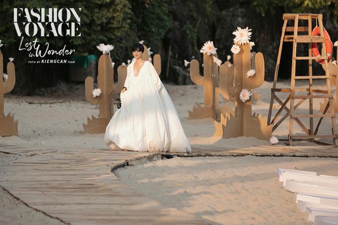 Fashion Voyage 2 được đánh giá là một trong những show diễn đẹp nhất mùa hè 2019 của thời trang Việt.