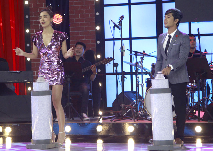 Cô cũng là đội trưởng, cạnh tranh cùng Lương Bằng Quang ở sân chơi âm nhạc này.