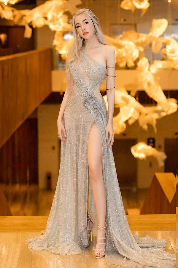 [Caption Nữ diễn viên Elly Trần diện trang phục lấy cảm hứng từ nhân vật Mẹ Rồng trong