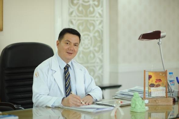 Bác sĩ Phan Thanh Hào giải đáp những thắc mắc xung quanh vấn đề hút mỡ.