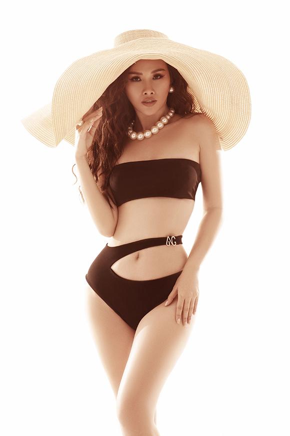 Thanh Trang sinh năm 1993, được chú ý khi đoạt giải Á hậu cuộc thi Hoa hậu các quốc gia 2017. Trước khi đăng quang tại cuộc thi nhan sắc tổ chức ở Trung Quốc, Thanh Trang là người mẫu quen thuộc trên sàn diễn TP HCM. Cô vừa thực hiện bộ ảnh bikini để lưu giữ nét thanh xuân ở tuổi 26.