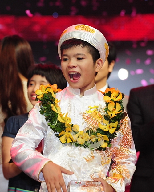 Quang Anh đăng quang Giọng hát Việt nhí năm 2013.