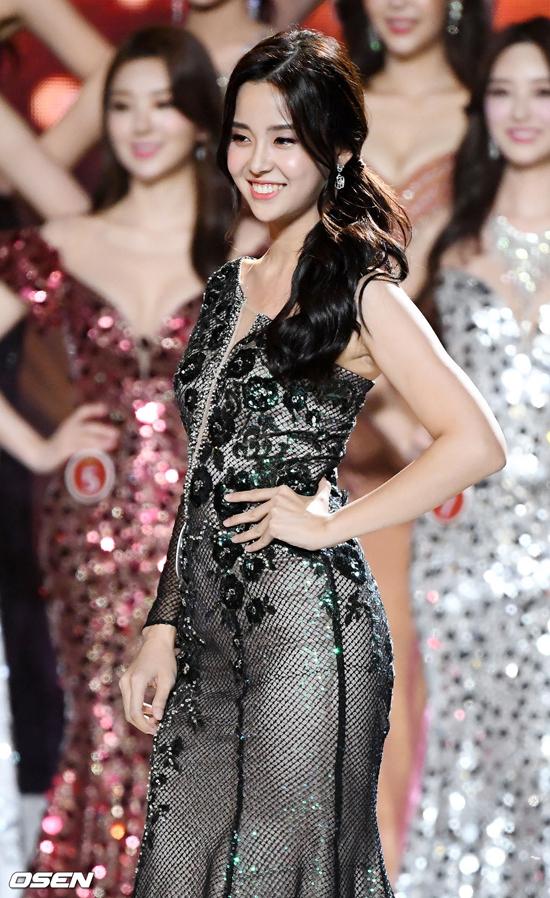Một số khán giả cho rằng Se Yeon có nụ cười đẹp, hao hao giống Hoa hậu Honey Lee. Bên cạnh những thông tin tích cực, nhiều nguồn tin lại cho rằng cô gái 20 tuổi đăng quang nhờ sự hậu thuẫn của bố - một CEO giàu có và có tiếng tăm, địa vị. Trang Nate ngập tràn những bàn tán, bình phẩm về gia thế cô gái, tuy nhiên chưa có một thông cụ thể nào xác nhận điều này.