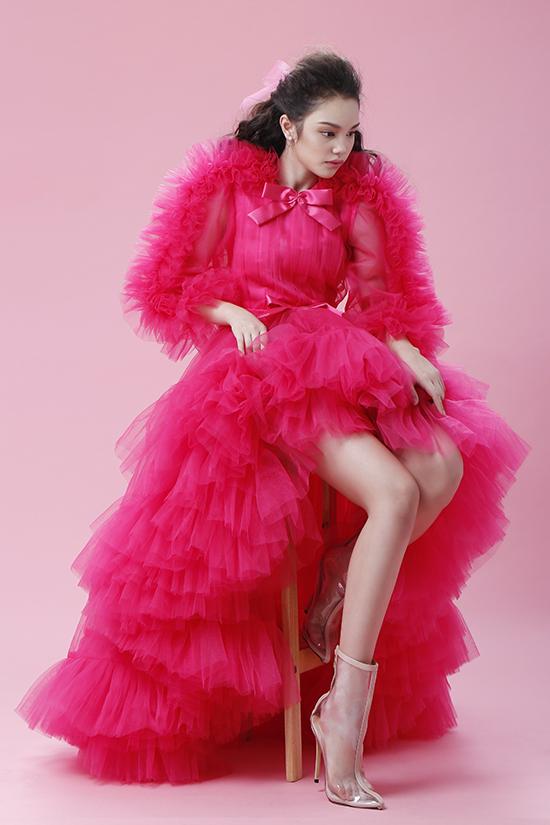 Bản sao nhí Hồ Ngọc Hà tạo dáng chuyên nghiệp với đầm dạ hội - 1