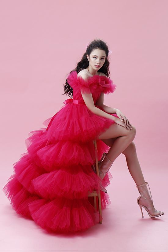 Bản sao nhí Hồ Ngọc Hà tạo dáng chuyên nghiệp với đầm dạ hội - 11