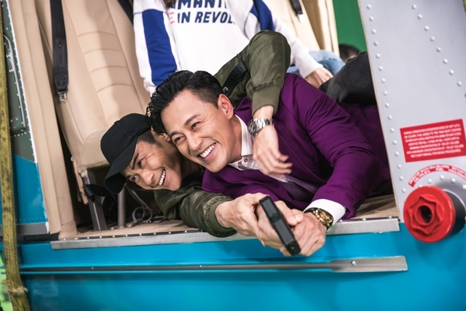 Trịnh Gia Dĩnh và Lâm Phong có duy nhất một cảnh diễn chung nhưng là cảnh hành động quan trọng ở cuối phim. Vì nhập tâm vào vai diễn, đôi bạn thân hơn 10 năm đã thực hiện các cảnh đánh thật và cả hai cùng bị thương.