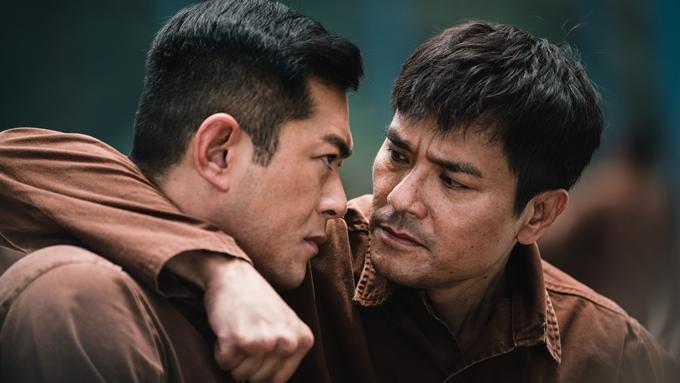 Cựu diễn viên TVB Lâm Gia Đống nhiều năm nay hoạt động tích cực trong lĩnh vực điện ảnh. Nhân vật Huỳnh Văn Bân anh đảm nhận từng bị Lục Chí Liêm bắt giữ trong phần trước của series Storm. Gặp lại nhau trong bối cảnh trại giam, hai kẻ kỳ phùng địch thủ này một lần nữa có cuộc đấu trí căng thẳng. Đây cũng là nhân tố nhiều bí ẩn trong phim.