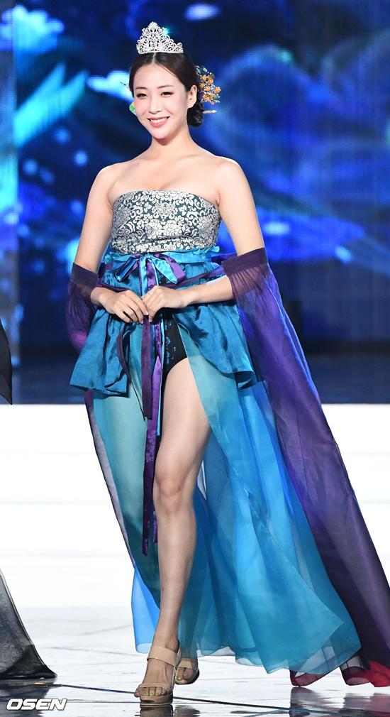 Tân Hoa hậu Hàn bị đồn đăng quang nhờ bố là đại gia - 7