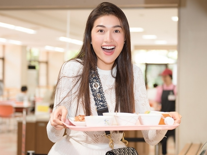 Á hậu Lệ Hằng ăn cơm ký túc xá tại Nhật - 2