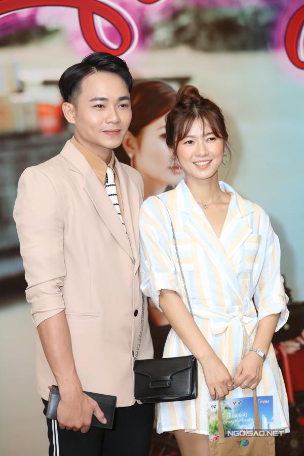 Anh Tú và Oanh Kiều có dịp thể hiện hình ảnh một cặp vợ chồng quê mùa, gặp nhiều sóng gió hôn nhân.
