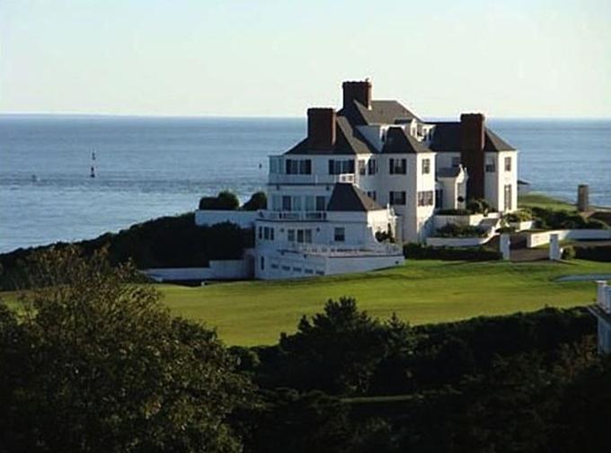 Lâu đài trước biển của Swift trên Đảo Rhode, Mỹ. Ảnh:Zillow.