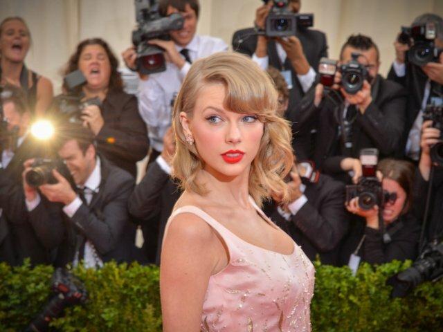 Thời trang sự kiện hay đường phố của Taylor Swift đều là đề tài được quan tâm. Ảnh:Andrew H. Walker.