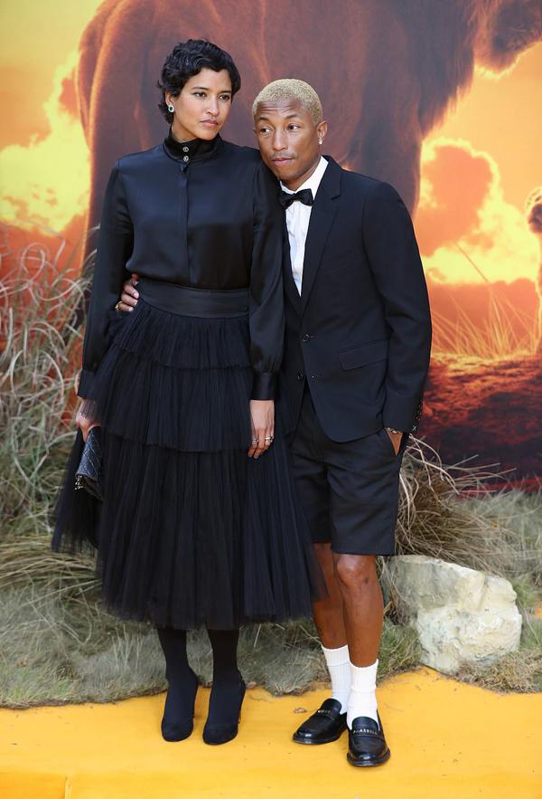 Ca sĩ While Pharrell cũng tới tham dự cùng vợ.