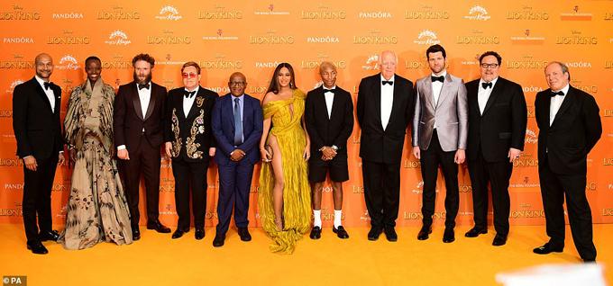 Dàn nghệ sĩ lồng tiếng cho phim The Lion King hội ngộ trên thảm đỏ.