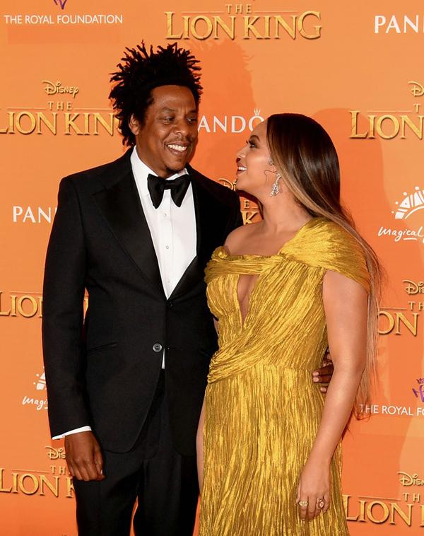 Bà mẹ hai con lồng tiếng nhân vật Nala trong bộ phim The Lion King. Cô cũng thể hiện ca khúc chủ đề Spirit.