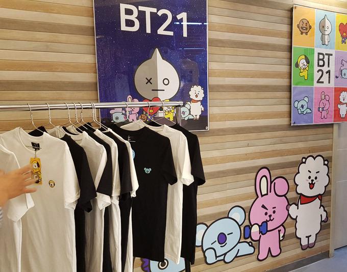 Nhà hàng thịt nướng, trưng bày đồ lưu niệm của nhóm BTS