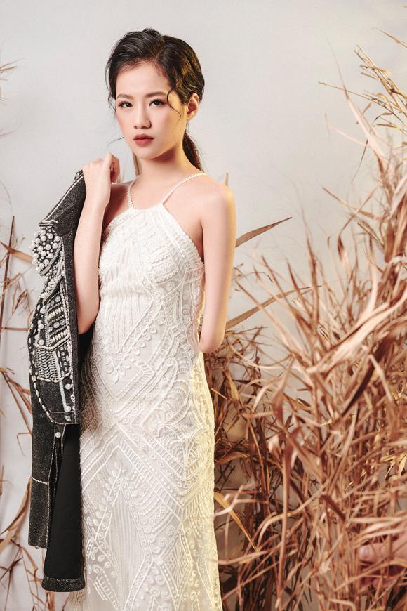 Bị cụt tay bên trái nhưng Hà Phương lại sở hữu gương mặt đẹp, thần thái cuốn hút cùng chiều cao 1,75 m và vóc dáng thanh mảnh. Cô năm nay 14 tuổi và có khát khao cháy bỏng trở thành người mẫu.