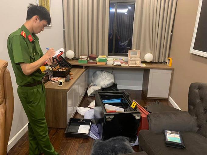 Cơ quan công an làm việc tại nhà Nhật Kim Anh sau khi trộm đột nhập.