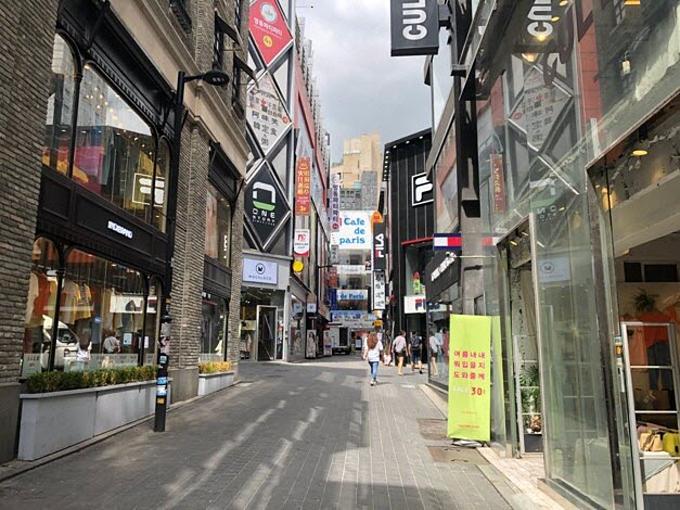 Trung Dũng - chàng sinh viên 20tuổi, sống tại Hà Nội vừa có chuyến du lịch Hàn Quốc. Chàng trai trẻ đặc biệt ấn tượng với cuộc sống tấp nập tại Seoul nên đã dùng điện thoạiRealme 3 Pro chụp lại cuộc sống nơi đây trong một ngày.