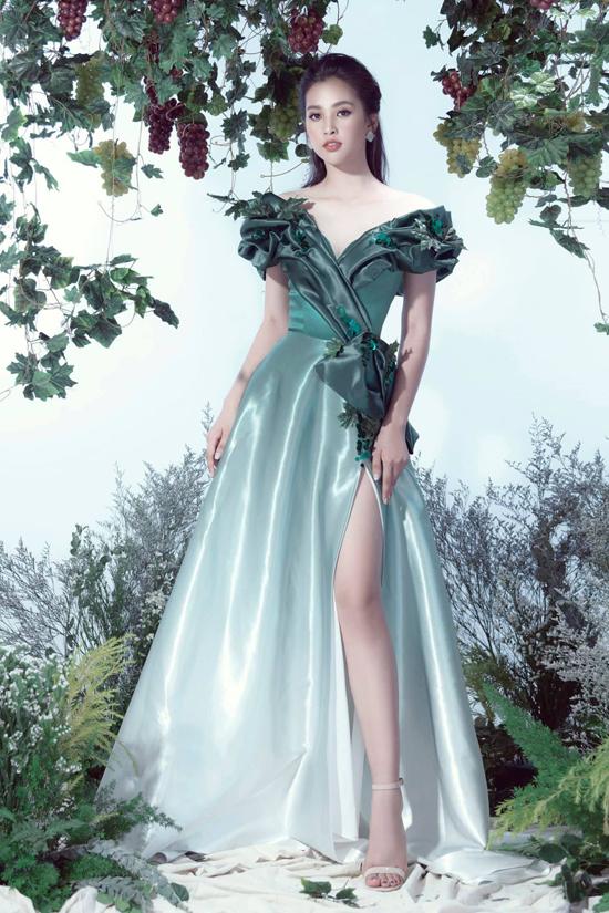 Các mẫu đầm dạ hội đúng trend là trang phục không thể thiếu của dàn sao Việt khi tham gia sự kiện. Tiểu Vy được đánh giá là một trong những mỹ nhân khéo chọn trang phục để tôn vẻ đẹp hình thể khi xuất hiện trước công chúng.