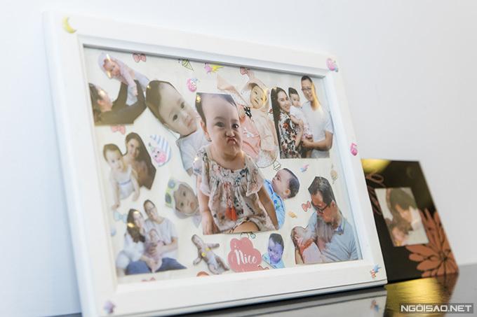 Nhiều tấm ảnh kỷ niệm của gia đình Bảo Trâm được dùng làm bài trí cho phòng ngủ thêm sinh động.