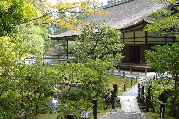 Ngoài những bất động sản trải khắp nướcMỹ, tỷ phú Ellison còn sở hữu một biệt thự phong cách nhà vườntruyền thống ở Kyoto, Nhật Bản với giá khoảng 86 triệu USD.