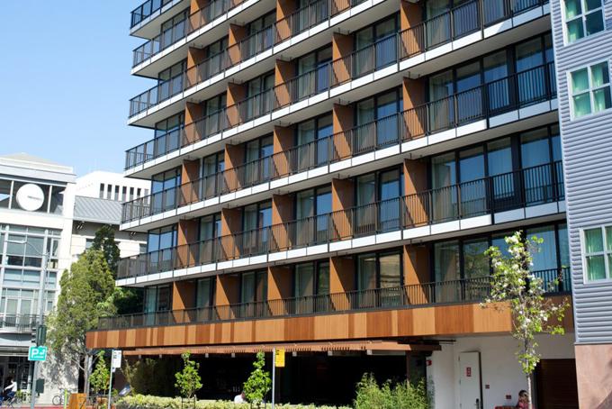 Năm 2015, Ellisonchi 71,6 triệu USD để mua khách sạn Epiphany ở thành phố Palo Alto, Mỹ.Khách sạn này hiện đang được cải tạo và dự kiến sẽ mở cửa vào năm 2020