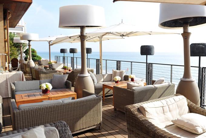 Năm 2004, Ellison tiếp tụcchi 17,6 triệu USD mua một bất động sản tại Carbon Beach vàmột chuỗi nhà hàng Nhật Bản sang trọng.
