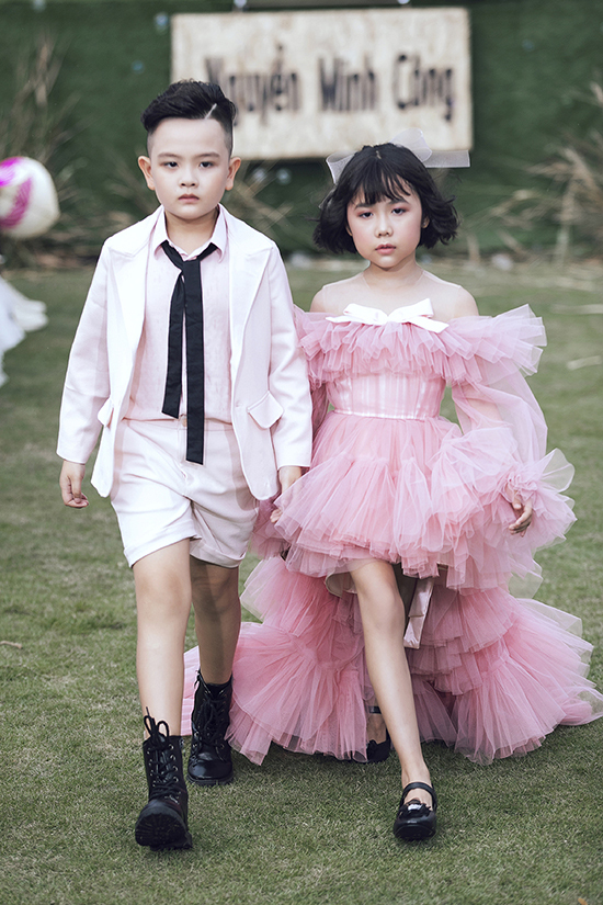 Chiều 17/9, show thời trang Pink Summer Fashion Kids của đạo diễn Nguyễn Hưng Phúc được tổ chức tại Q7, TP HCM.