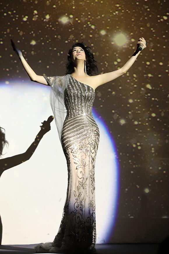 Không gian âm nhạc cùng với tình cảm của khán giả giúp Thu Phương có nhiều khoảnh khắc thăng hoa trên sân khấu.