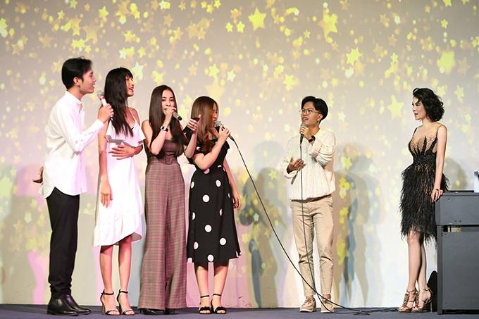 Ngoài các màn solo của Thu Phương, minishow còn có sự tham gia của các học trò trong đội Thu Phương tại The Voice 2019.