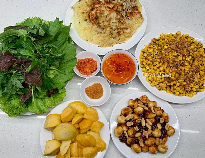 Mỗi mâm cơm của Lan Phương thường chuẩn bị cho 4 người. Tuy nhiên, khi nhà có giỗ, tiệc với số lượng khách lên đến mấy chục người, Phương vẫn cân hết. Cô quan niệm: Bữa cơm gia đình đơn giản là sự gắn kết. Ngon và lành.