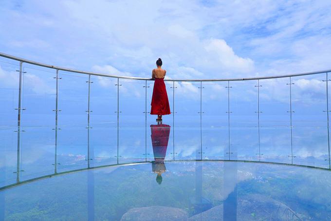 Cây cầu treo thử thách tình cảm đôi lứa trong Cá mực hầm mật - 6