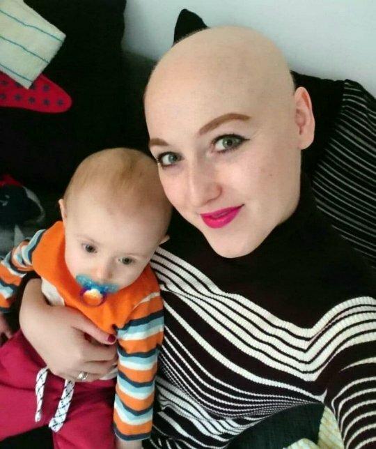 Sarah Boyle không thể cho con bú vì