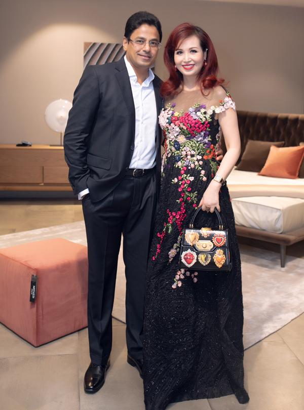 Hoa hậu Diệu Hoa sánh đôi ông xã người Ấn Độ.