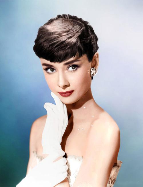 Nữ minh tinhAudrey Hepburn được coi là hiện thân của vẻ đẹp đài các, thuần khiết và là nguồn cảm hứng cho phong cách làm đẹp của nữ giới, trong đó có hàng triệu cô dâu.